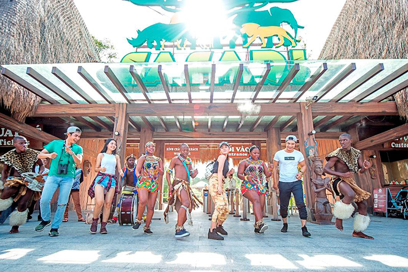 Hàng loạt hoạt động tưng bừng, hấp dẫn sẽ chào đón du khách tại Công viên vui chơi giải trí Vinpearl Land hay vườn thú mở Vinpearl Safari