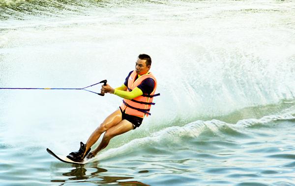 luot-van Những trò chơi cảm giác mạnh nhất định phải đến Nha Trang Tin Tức  Trò Chơi Cam Giác Mạnh Jestky flyboard