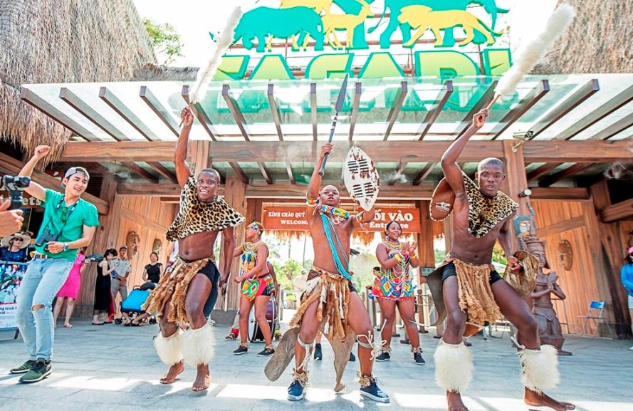 images5349255_A8 FESTIVE WONDERLAND – Lễ hội thần tiên tại xứ sở Vinpearl Land Tin Tức  VinpearLand Du Lịch Nha Trang
