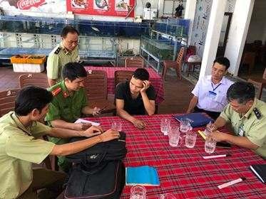 """chat-chem Cơ quan chức năng vào cuộc xử lý vụ nhà hàng ở Nha Trang """"chặt chém"""" du khách Tin Tức  Du Lịch Nha Trang Chặt chém"""