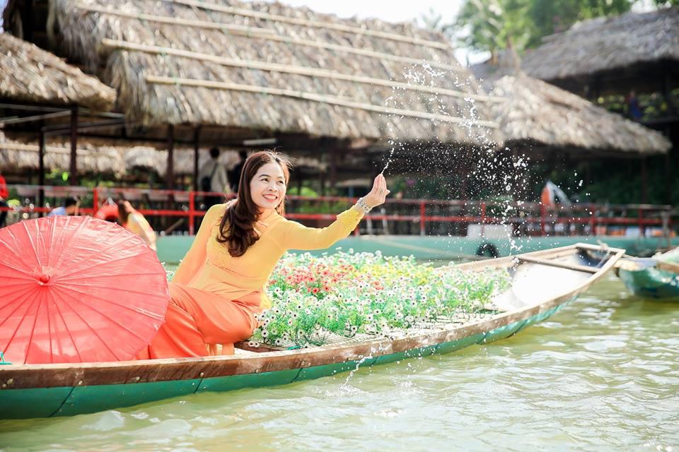 Vui chơi trên hồ Kênh Hạ