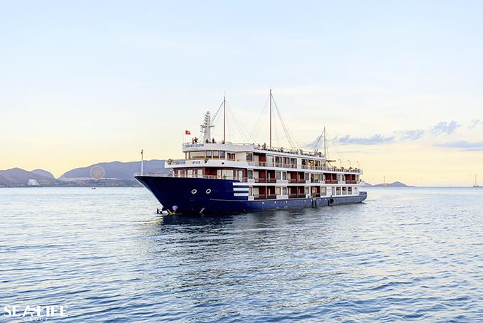 Du thuyền Sealife sẽ đem lại cho du khách hành trình ngắm hoàng hôn tuyệt đẹp trên biển Nha Trang.