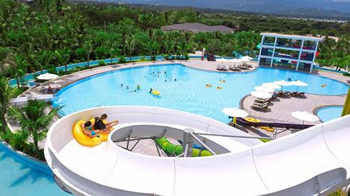 Một trong những ấn tượng đặc biệt tại Cam Ranh Riviera Beach Resort & Spa là khu công viên nước miễn phí với trang thiết bị tiêu chuẩn quốc tế.