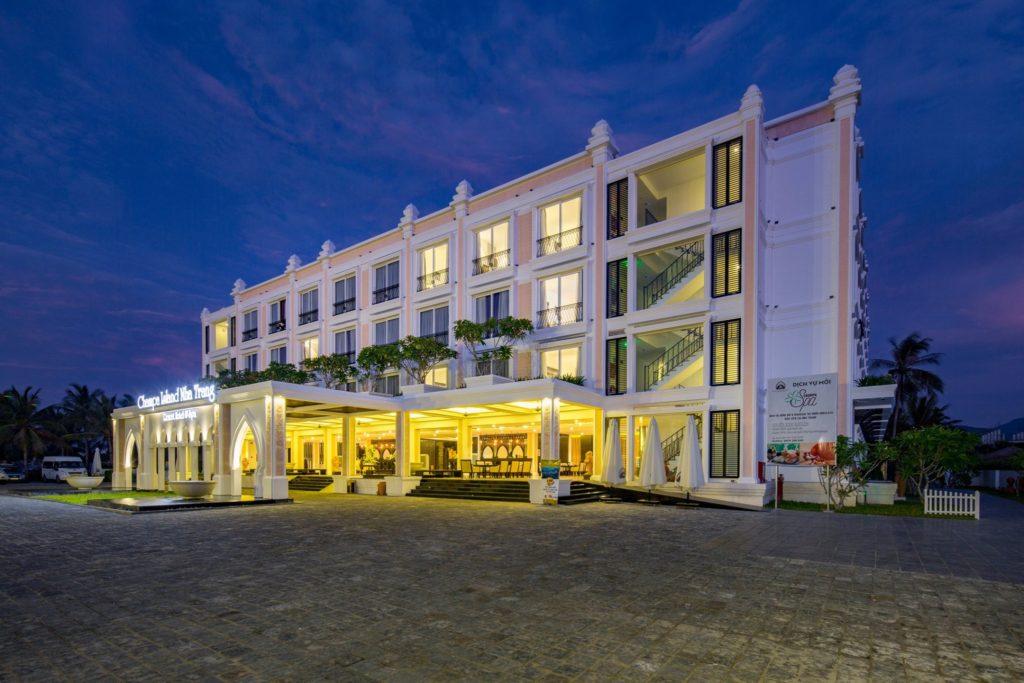 CHAMPA ISLAND RESORT HOTEL & SPA TRONG LÒNG PHỐ BIỂN.