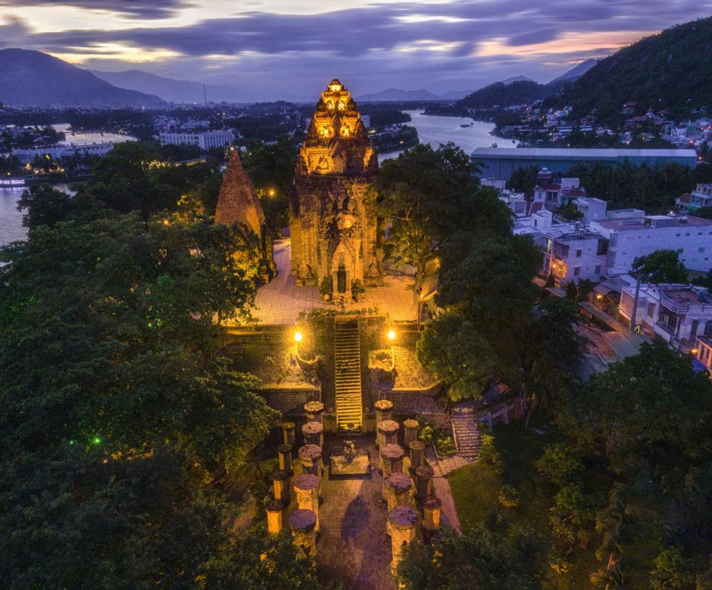 Tháp Bà Ponagar và danh thắng Hòn Chồng mở cửa đón khách từ ngày 15/10